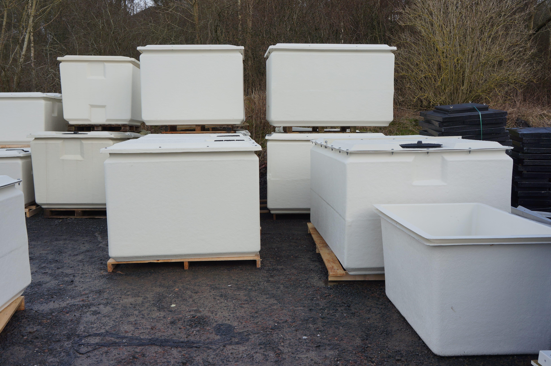 Cold water storage tanks one piece tank range